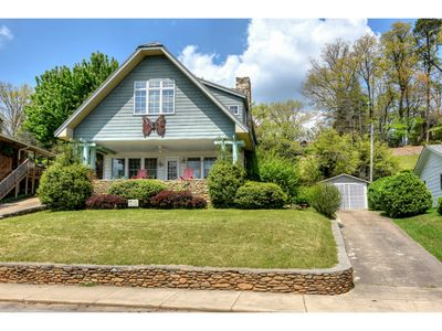 Photo for Butterfly House - 6 BD/3 BA Craftsman bungalow Lakefront home convenient to Lake activities.