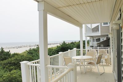 Multiple decks with 180+ degree views!