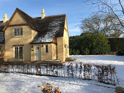 Photo for THE RECTORY, pet friendly, with open fire in Tetbury, Ref 988641