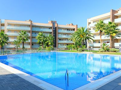 Photo for 2 bedroom Apartment, sleeps 4 in Salou with Pool and Air Con