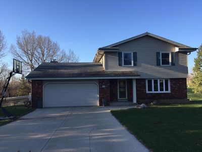 Updated Spacious Home Only 15 miles from PGA Open Erin Hills Golf Course