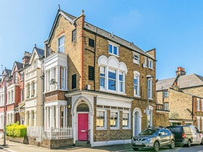 Photo for Spacious 2 Bed flat w/Private Courtyard in Clapham
