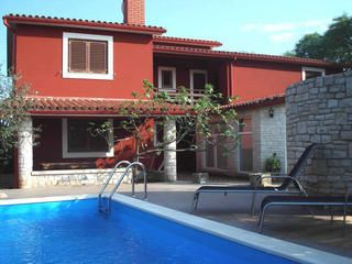 Photo for Holiday home with pool, 2 bedrooms, kitchen, bathroom, air conditioning, terrace, garden with barbecue - your dog is also welcome