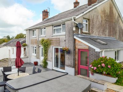 Photo for ABERDAUDDWR, pet friendly, with hot tub in Lampeter, Ref 917580