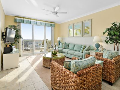 Gateway Grand 1105 tropical decor will enhance your perfect luxury vacation