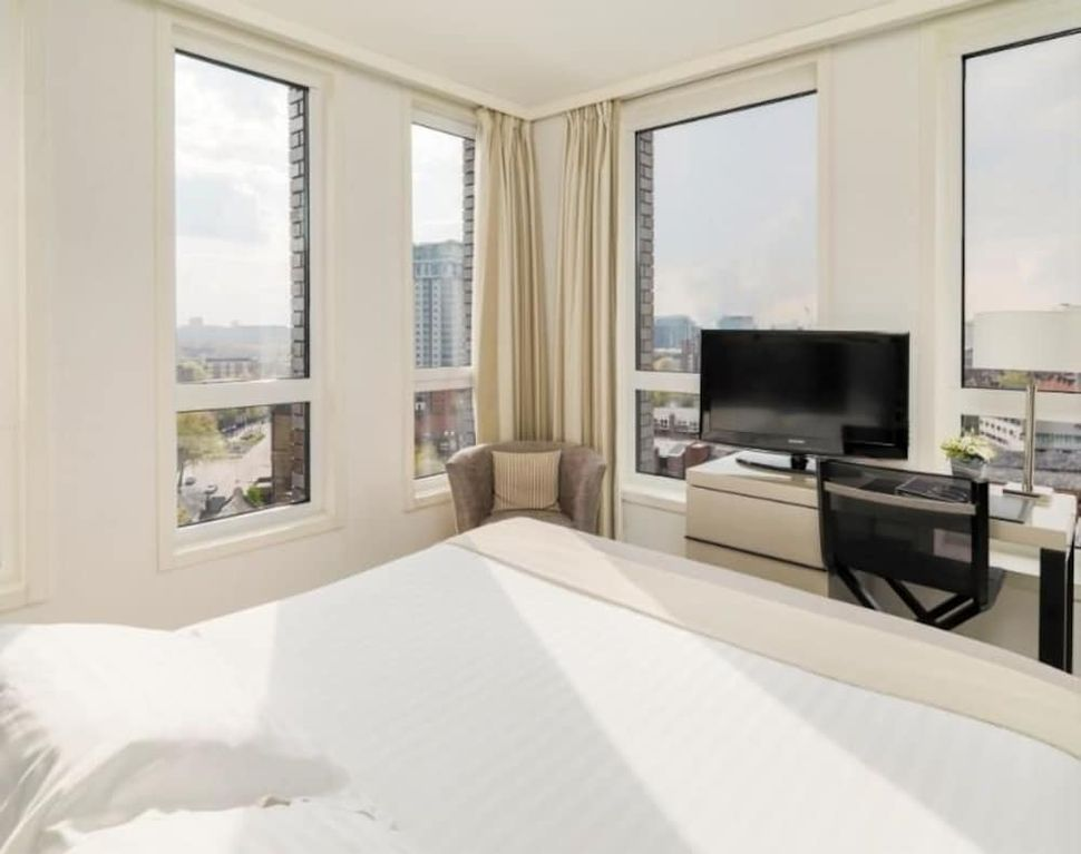 H10 London Waterloo - Near Imperial War Museum - Central London