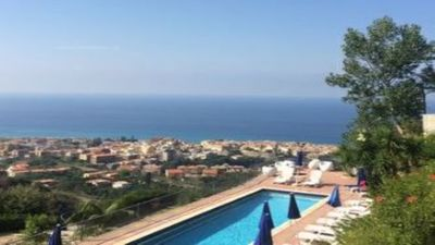 Photo for Studio in villa with pool, 4km from Tropea