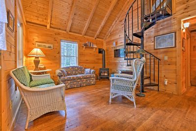 Up to 5 guests can make themselves at home in this warm and cozy home.