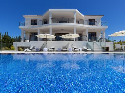 Photo for The Majestic Includes: Hot Tub & Infinity Pool, with Jacuzzi. Ultimate Luxury
