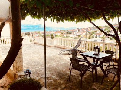Photo for One bedroom apartment with terrace and sea view Sutivan (Brač)
