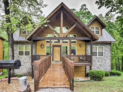 Photo for 1/2mi TO SILVER DOLLAR CITY!!!!! Pool Table/Grill/WiFi/FirePit/Pool!
