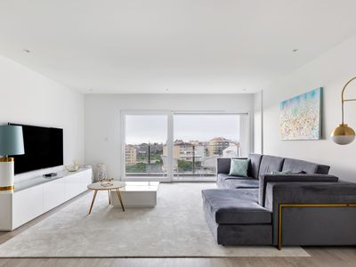 Photo for Stunning 3-Bed Apartment with Balcony in Carcavelos