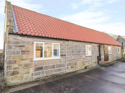 Photo for STABLE COTTAGE, family friendly in Robin Hood's Bay, Ref 1002417
