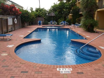 Cozy beachside condo with shared pool, hot tub, and prime location!