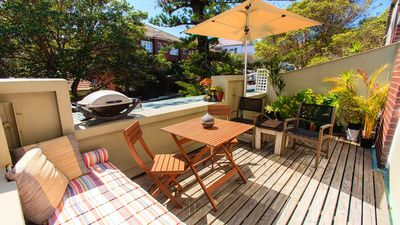 Photo for Sun-filled Art Deco Beach pad in heart of Manly- location location location!