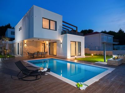 Photo for Villa 270 m from the center of Okrug Gornji with Internet, Air conditioning, Parking, Terrace (702592)