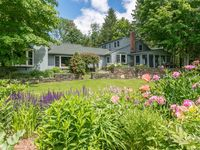 Beautiful Appointed & Spacious Farmhouse near Manchester Center and Snow Activities.