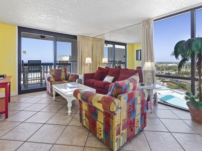 Photo for Vibrant Condo, Free WiFi, On-site pool with hot tub, Free Wi-FI