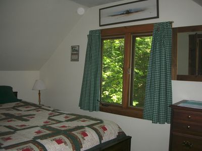 Smallest Bedroom wooded seclusion only 200' to lake access. - vrbo