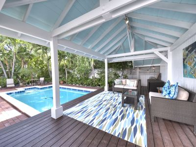 Quiet mid town house with amazing headed private pool.