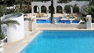 Photo for Fantastic Villa, 20 people, 7 bedrooms, 5 bathrooms, 2 pools, Large garden