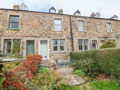 Photo for 13 HOPE ROAD, family friendly, with open fire in Edale, Ref 983874