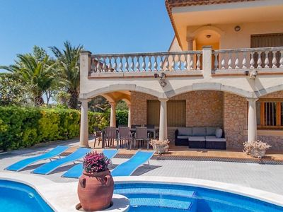 Photo for Stunning villa with private pool, all luxuries, only 500 m from the coast