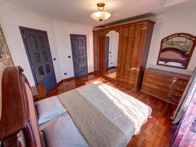 Photo for Prestigious three-bedroom apartment on Nikolsko Botanical Street