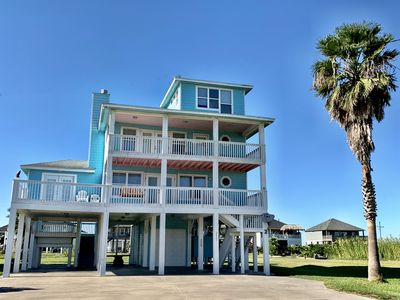3 Bedroom+ Loft / 3 Bathroom Vacation Rental in Crystal Beach, Texas.