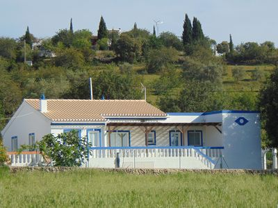 This beautiful and spacious bungalow is ideally situated to explore the Algarve.