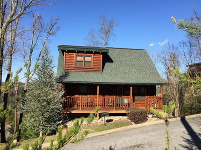 *Beary Cozy* Minutes From Town! Hot Tub, Pool Table Gorgeous View!! Book Today!