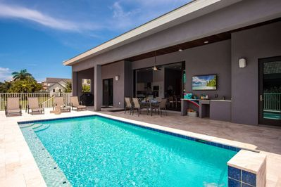 Swim, lounge, eat, drink, take in a game - there's hardly anything you can't do on this southern-facing lanai.