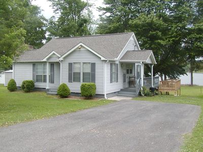 Pet Friendly!  Lakefront Cottage with a 2 person Kayak available