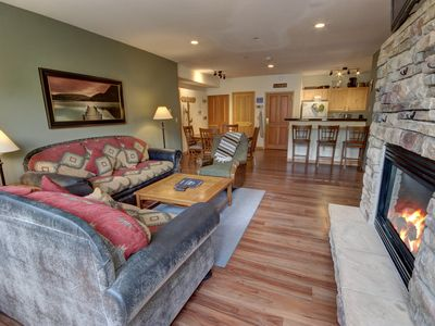 Photo for Gateway Lodge 5030 -Updated 2 bd, King Bed, Sleeps 8, FREE shuttle, convenient By SummitCove Lodging