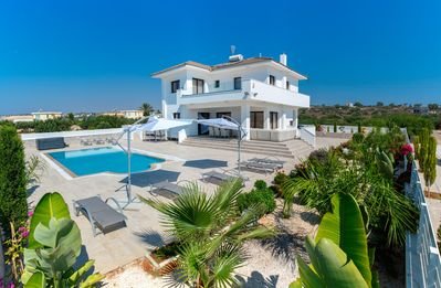 Photo for Villa Andriana (Private Pool, Sauna, Jacuzzi, Gym, 550m from the Konnon Bay)