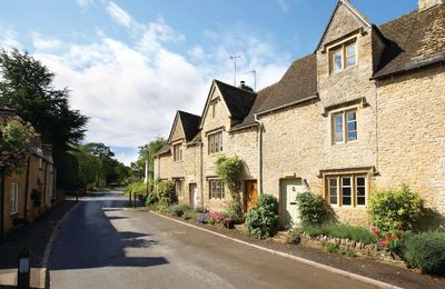 Photo for Hillview is a Grade II listed Cotswold stone cottage c.1690