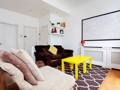 Photo for 1 bedroom apt. in Notting Hill, sleeping 2. Oxford Circus in 20 mins (Veeve)