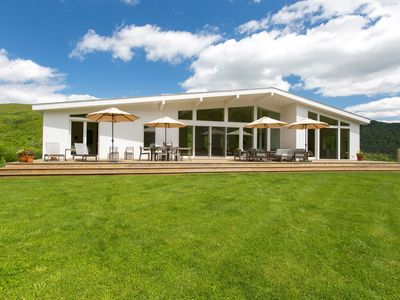 Spectacular Mid-Century Modern With Large Swimming Pond, Close to wedding venues