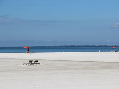 Photo for Fort Myers Beach – Fifth Floor Beach Style condo overlooking the Gulf!