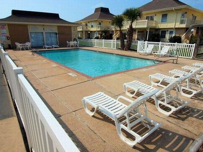 Photo for Newly remodeled 1 bedroom/1 bath condo/ 2 Community Pools and beach access!