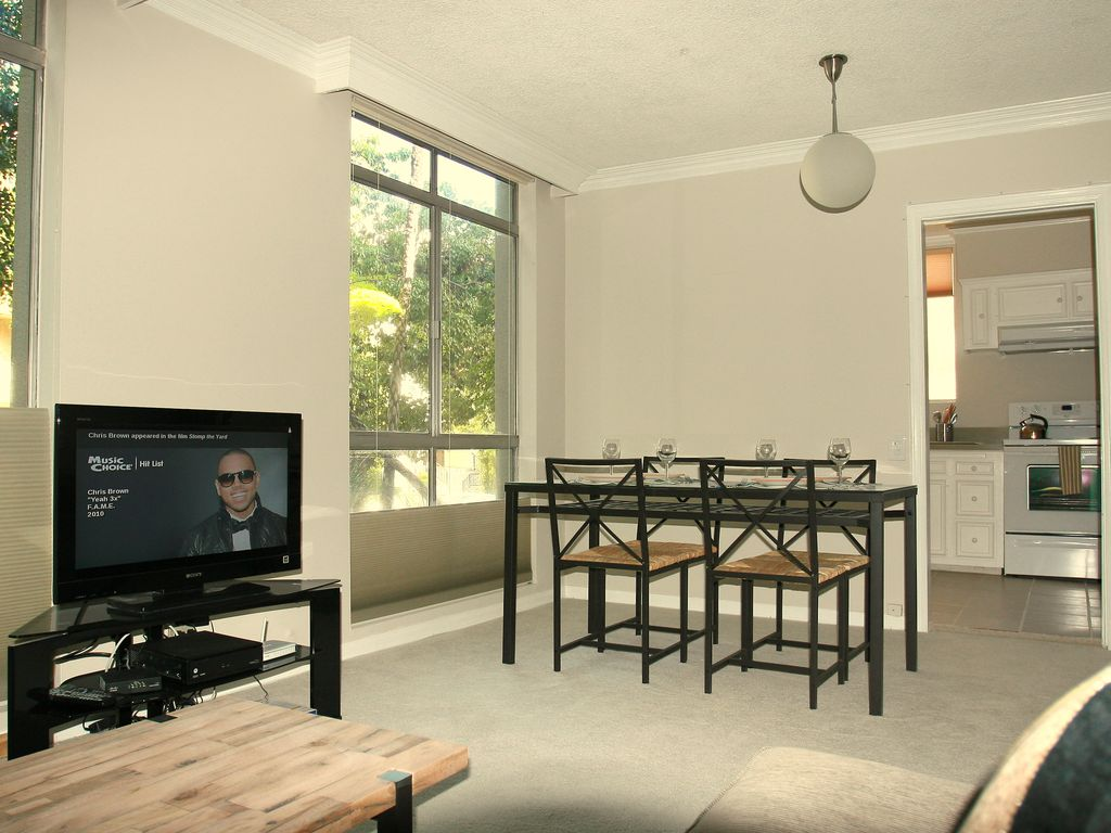 Bright and Spacious Studio at Foot of... - HomeAway Hollywood Hills West