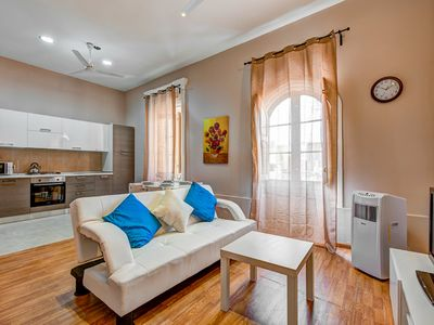 Photo for Mainstay Roomy 1-bedroom Apartment