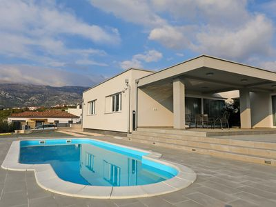 Photo for This 3-bedroom villa for up to 6 guests is located in Rovanjska and has a private swimming pool, air