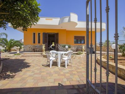 Photo for Golden Villa with garden and internal parking space