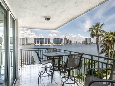 Photo for Le Montcalm 303 - Condo 4 people, Sunny Isles