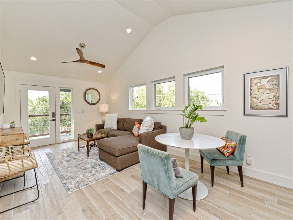Central Austin! Live like a Local in this Stylish Garage Apartment! -  Rosedale