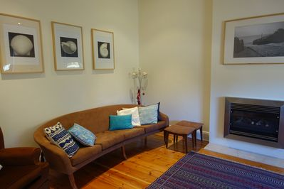 Lounge, air con, gas fire, lots of seating, TV, Foxtel, window, luxury & privacy