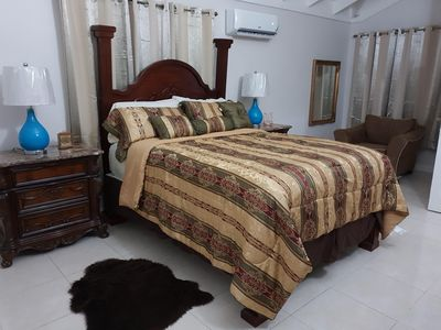 Photo for Kensington Oasis 2b/3bth- New Kingston (24 hrs security, free wifi, hot water)