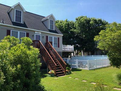 Photo for 4 Bedroom, Cape Cod with Pool, 100 yds to beach/ A 100 metres de la plage