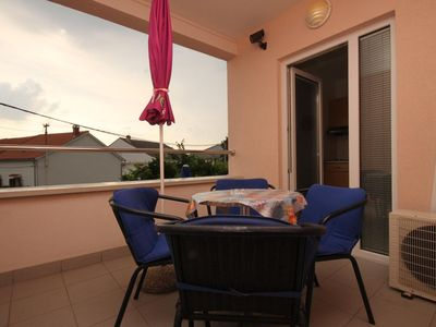 Photo for One bedroom apartment with terrace and sea view Novalja (Pag)